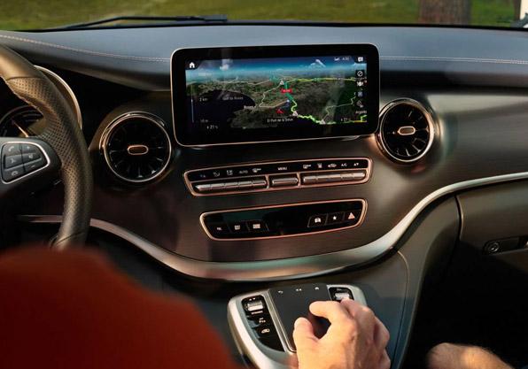 EQV furgoneta electrica Mercedes Benz cuadro mando