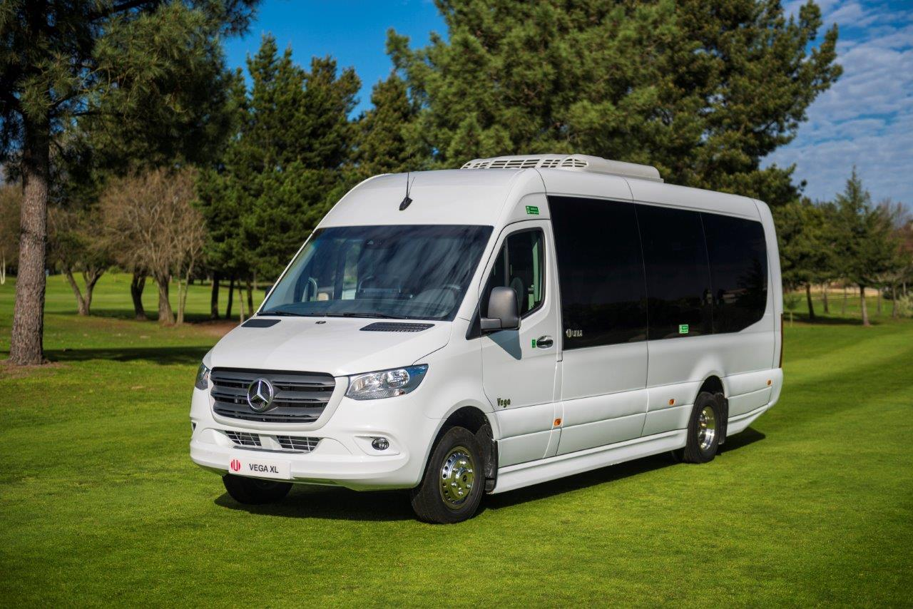 Mercedes minibus sprinter unvi vega xl vista lateral