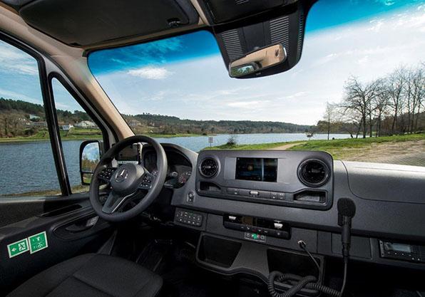Mercedes minibus unvi vega conductor